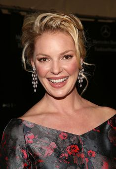 Katherine Heigl Photos Photos - Actress Katherine Heigl poses backstage at the…