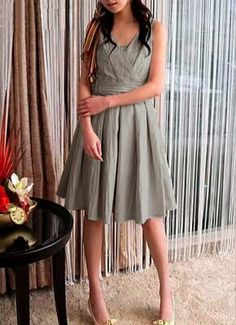gray bridesmaid dresses... mix and match but stay at the knee length? hmmm