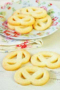 Expanding on Pierre Hermes' Sable Vennois Recipe - Sugared Danish Butter Cookies Danish Butter Cookies, Butter Cookies Recipe, No Bake Cookies, Baking Cookies, Fun Desserts, Delicious Desserts, Dessert Recipes, Awesome Desserts, Biscotti
