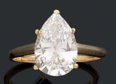 Bague en or jaune ornée d'un diamant solitaire de forme poire. Diamant accompagné d'un certificat du laboratoire Français de Gemmologie précisant Poids : 3.69 carats Couleur : F Pureté : VS2 - Aguttes - 21/03/2013