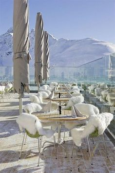 High-altitude experience in the Alps with apanoramic view ~Berghotel Muottas Muragl, Switzerland
