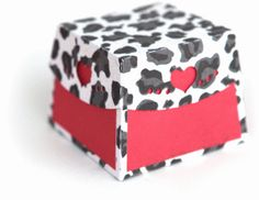 Silhouette Online Store - View Design #37317: 3d curved heart edge box