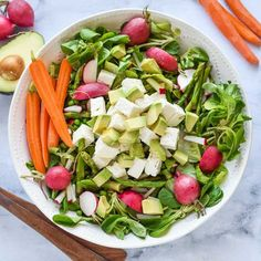 Spring green salad with asparagus - full of healthy asparagus, radishes, peas and topped Salad Recipes For Dinner, Healthy Salad Recipes, Healthy Chicken Recipes, Whole Food Recipes, Healthy Snacks, Healthy Eating, Lunch Recipes, Asparagus Salad, Asparagus Recipe