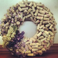 How to Make a Wreath With Corks tutorial