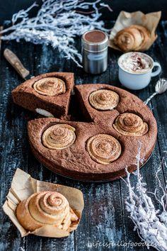 Zimtschnecken und Brownies vereint in einem einzigen Kuchen? Ja geht es denn besser?! Wohl kaum... Zwei Klassiker in einem, dem Cinnamon-Roll-Brownie-Cake.