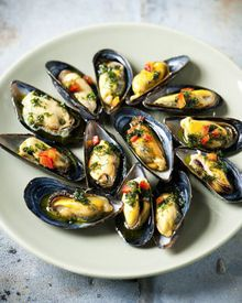 be, as a real dutchie ( netherlands ) i love clams Barbecue Recipes, Fish Recipes, Seafood Recipes, Appetizer Recipes, Vegetarian Recipes, Cooking Recipes, Healthy Recipes, I Love Food, Good Food
