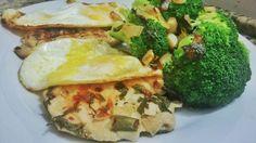 Filé de frango, ovo e brócolis