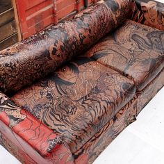 Check out this awesome tattooed sofa that will surely fit right in your home! Made exclusively by the talented hands of Gina McQuen. Home Tattoo, Tattoo Salon, Classic Furniture, Cool Furniture, Furniture Logo, Furniture Online, Tattoo Shop Decor, Tattoo Studio Interior, Leather Sofa