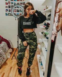 New style girl fashion outfits jeans Ideas Teenage Outfits, Teen Fashion Outfits, Edgy Outfits, Cute Casual Outfits, Swag Outfits, Mode Outfits, Outfits For Teens, Girl Fashion, Hip Hop Outfits