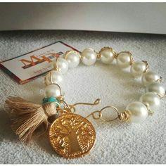 clasica pulsera de perlas que jamás debe faltar en tu closet
