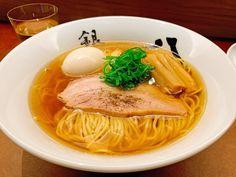 """いま東京で注目を集めるラーメン店『銀座 八五』!フレンチを極めた松村シェフによる""""""""究極の一杯""""""""を求め、連日行列ができています。ラーメン好きをそこまで魅了するのはなぜなのか、秘密に迫りました Japanese Noodles, Japanese Food, Buckwheat Noodles, Asian Recipes, Ethnic Recipes, Soba Noodles, Food Safety, Food Dishes, Food Porn"""