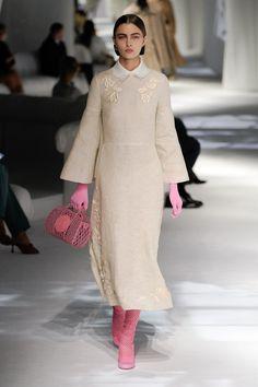 Fendi Spring 2021 Ready-to-Wear Collection - Vogue Fashion 2020, Runway Fashion, High Fashion, Fashion Show, Womens Fashion, Fashion Design, Milan Fashion, Fendi, Spring Fashion Trends