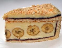 Cake with bananas / Culinary Universe Homemade Pastries, Homemade Cakes, Romanian Desserts, Good Food, Yummy Food, Delicious Recipes, Banana Recipes, Confectionery, Sweet Treats