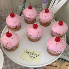 ✨still atop a canopy Pretty Cakes, Cute Cakes, Sweet Cakes, Cute Desserts, Dessert Recipes, Tomate Mozzarella, Think Food, Cafe Food, Aesthetic Food