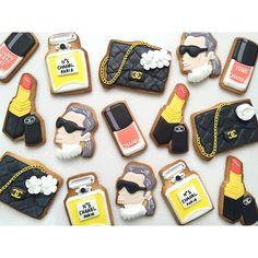 Read More : vegetarianlasagna.blogspot.com Gourmet Cookies, Fancy Cookies, Iced Cookies, Cute Cookies, Sugar Cookies, Chanel Cookies, Chanel Cupcakes, Sugar Cookie Frosting, Cupcake Frosting