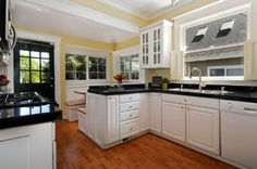 Queen Anne Area Residential: Kitchen & Breakfast Nook