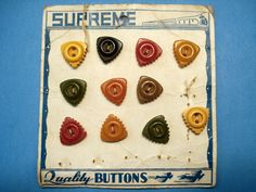 ButtonArtMuseum.com - Original Vintage Store Card With 11 Great Colorful Triangular Bakelite Buttons