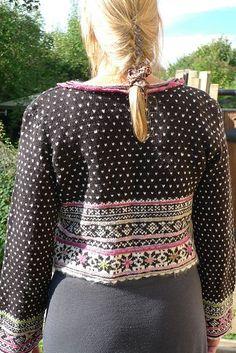 Ravelry: Fritt etter Setesdal pattern by Sidsel J. Knitting Yarn, Hand Knitting, Fair Isle Chart, Fair Isle Knitting Patterns, Knit Fashion, Knitting Projects, Bunt, Stitch Patterns, Knit Crochet
