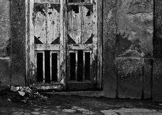 Associação Fotográfica do Porto. Fotos da 1ª exposição de Luís Gonzaga Batista, 1981. Canon Ftb com filme a preto e branco, Ilford HP5
