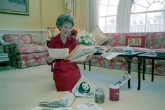 Nancy Reagan, honorary national chairwoman of the Pennies for Pandas campaign, relaxes in the Private Residence of the White House Wednesday, April as she reads letters received for fund-raising campaign. Nancy Reagan, President Ronald Reagan, 80 Cartoons, I Love America, True Love Stories, Actrices Hollywood, 90s Childhood, Vintage Fisher Price, 80s Kids