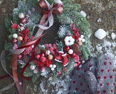 "leranel på Instagram: ""With love and warm wishes♥❄#flowers #flora #floristic #botany #wreath #christmasdecorations #christmas #christmaswreath #newyear #red…"" Xmas Wreaths, Christmas Decorations, Holiday Decor, Christmas Holidays, Christmas Ideas, Christmas Inspiration, Flora, Botany, Warm"