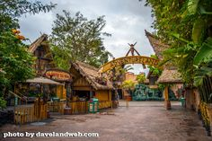 This is how Adventureland looks before the rope drop. Pristine and uninhabited, other than a few cast members getting it ready for the ons. Jungle Cruise Disneyland, Disney World Vacation, Disney Parks, Mon Zoo, Jungle Sounds, Vintage Disneyland, Disneyland Photos, Zoo Architecture, Planet Coaster