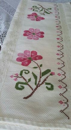 This Pin was discovered by NAL Cross Stitch Borders, Cross Stitch Flowers, Cross Stitch Designs, Cross Stitching, Cross Stitch Patterns, Filet Crochet, Crochet Stitches, Crochet Patterns, Canvas Template