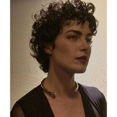 20 Gorgeous Short Curly Hair Ideas You Must See – Lockige Frisuren Short Hair Back View, Messy Short Hair, Super Short Hair, Edgy Hair, Curly Short, Blonde Bob Hairstyles, Haircuts For Curly Hair, Curly Hair Cuts, Short Hair Cuts