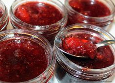 This jam will remind you of Strawberry Sangria! Made with Merlot wine, orange juice, brandy, and fresh strawberries, it is a true tast. Jelly Recipes, Jam Recipes, Canning Recipes, Recipies, Wine Jelly, Jam And Jelly, Healthy Eating Tips, Healthy Nutrition, Cabernet Sauvignon