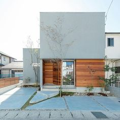 House Design Facade Stairs For 2019 Japanese Modern House, Modern Tropical House, Modern House Design, Old House Decorating, Halls, Zen House, Small House Exteriors, Modern Farmhouse Exterior, House Front