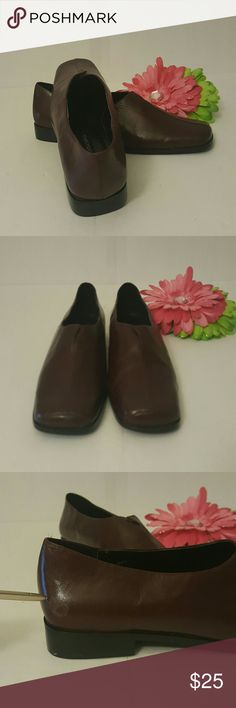 Brown leather upper shoes Details, flat shoes. Great condition, true to size 81/2 B, very narrow. Details Shoes Flats & Loafers
