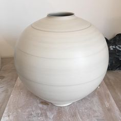 """38 mentions J'aime, 7 commentaires - Anna Silverton (@annasilverton) sur Instagram: """"Just finished this. Happy Easter! #porcelain #vase #wheelthrown #handmade #sundaywork #bankholiday"""" Ceramic Pottery, Ceramic Art, Lamp Makeover, Wedding Vases, Wedgwood, China Porcelain, Clay, Instagram Posts, Handmade"""