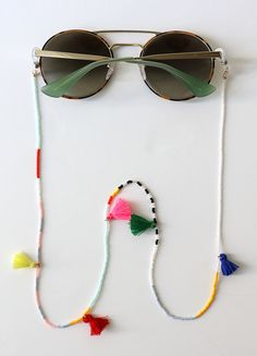 Fashion trend DIY: How to make cool glasses chains step by step Beaded Jewelry, Beaded Bracelets, Cool Glasses, Bracelet Crafts, Diy Schmuck, How To Make Beads, Handmade Accessories, Jewelry Making, Bijoux Diy