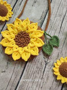 Crochet Handbags Ravelry: Crochet sunflower bag pattern by Emma Du - Finished size: Crochet Flower Tutorial, Crochet Flower Patterns, Crochet Flowers, Knitting Patterns, Crochet For Kids, Easy Crochet, Crochet Hooks, Crochet Shell Stitch, Crochet Motifs