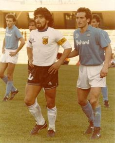 Napoli 1 Argentina 2 in May 1986 at Stadio San Paolo. Diego Maradona waits for the corner for Argentina in the friendly. Football Is Life, Football Kits, Sport Football, Football Images, Football Design, Classic Football Shirts, Vintage Football, Kevin Keegan, Soccer Stars