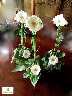 kompozycje kwiatowe na komunie w kosciele - Szukaj w Google