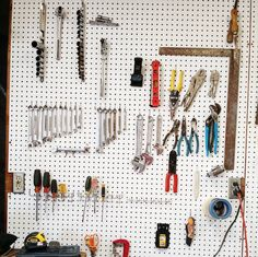 Peg board love. #protips ▪Only 1⃣ item per peg. ▪No tiny tools on pegs. ▪Only hang tools used often. A peg board highlights an organizer's favorite rule- You only need one. Jeff is procrastinating; but man, his #pegboard is looking great! #getorganized #organizingtools #garageorganization
