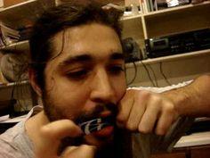 Slim DEFALLA plays the phone card Jew's harp
