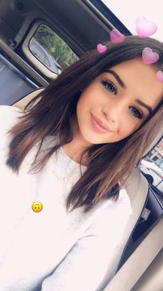 goal girl beauty aestetic icon cute hair short school look lovly baby bitch eyebrow eyes lips kolczyk smile outfit Snapchat Selfies, Snapchat Girls, Tumblr Photography, Photography Poses, Girl Pictures, Girl Photos, Jess And Gabe, Selfie Poses, Insta Photo Ideas