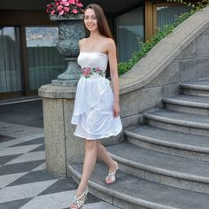 White Dress Summer, Summer Dresses, Embroidered Flowers, Dress Making, Strapless Dress, Embroidery, Stitch, Fashion, Strapless Gown