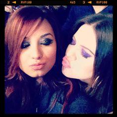Demi Lovato And Selena Gomez Kissing Selena and demi on Pin...