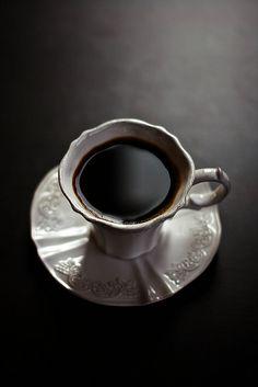 No me gusta el cafe negro, porque es muy amargo, y me gusta comidas y bebidads que son dulces.