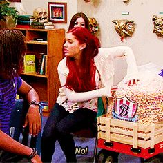Victorious - Cat Valentine - Ariana Grande the girl in the back Frankie Grande, Ariana Grande Cat, Ariana Grande Pictures, Victorious Cat, Icarly And Victorious, Sam And Cat, Cat Valentine, Old Tv Shows, Dangerous Woman