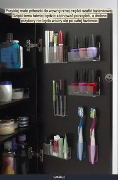Super porządek w łazience - Przyklej małe półeczki do wewnętrznej części szafki łazienkowej. Dzięki temu łatwiej będzie zachować porządek, a drobne przybory nie będa walały się po całej łazience.