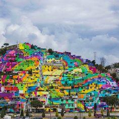 C'est au Mexique, dans le quartier Palmitas, que le crew de street artistes mexicains GERMEN a peint cette oeuvre monumentale. Couvrant 20 000 m2 de surface sur 209 maisons, ce grand projet d'art de rue embelli le quotidien de 452 familles, soit 1808 personnes ! Le but de ce projet est d'éliminer la violence entre les jeunes en les faisant participer. Il aura fallu près de 5 mois pour achever cette fresque gigantesque.