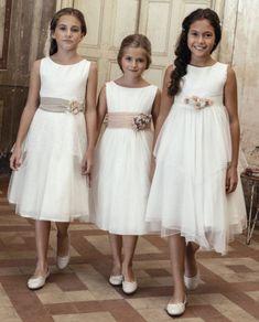 Vestidos de comunión para niñas 2018: sencillos, modernos y diferentes