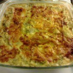 Kukkakaalilaatikko - Kotikokki.net - reseptit Vegetarian Recipes, Cooking Recipes, Vegan Foods, Sweet And Salty, Something Sweet, Deli, Lasagna, Macaroni And Cheese, Food And Drink