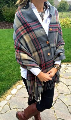Plaid Button Blanket Scarf/Shawl – 4 Color Options – Women's Fashion Tartan Plaid, Plaid Scarf, Sewing Clothes, Diy Clothes, Stylish Clothes, Clothes For Women, Diy Vetement, Diy Fashion, Tartan Fashion