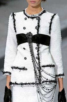 Chanel at Paris Fashion Week Spring 2009 - Details Runway Photos