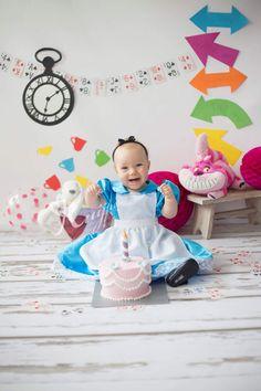 Cakesmash cakesmashphotography smash cake birthday verjaardag first alice in wonderland theme thema